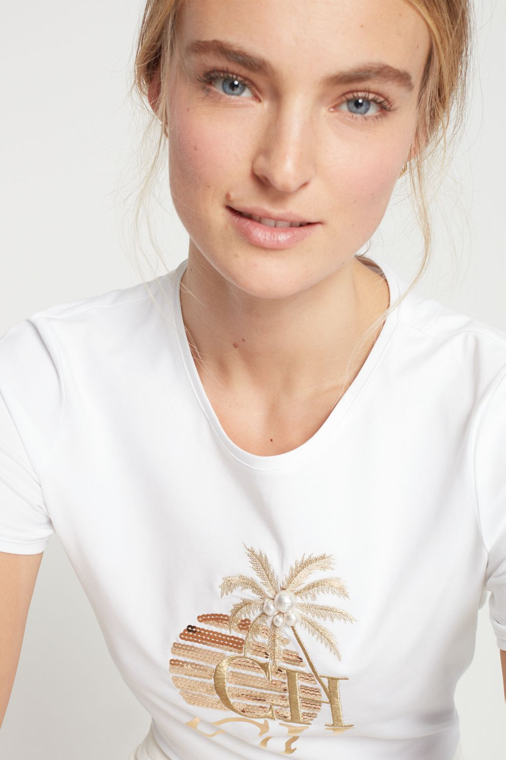 Cotton t-shirt with sequins and pearls