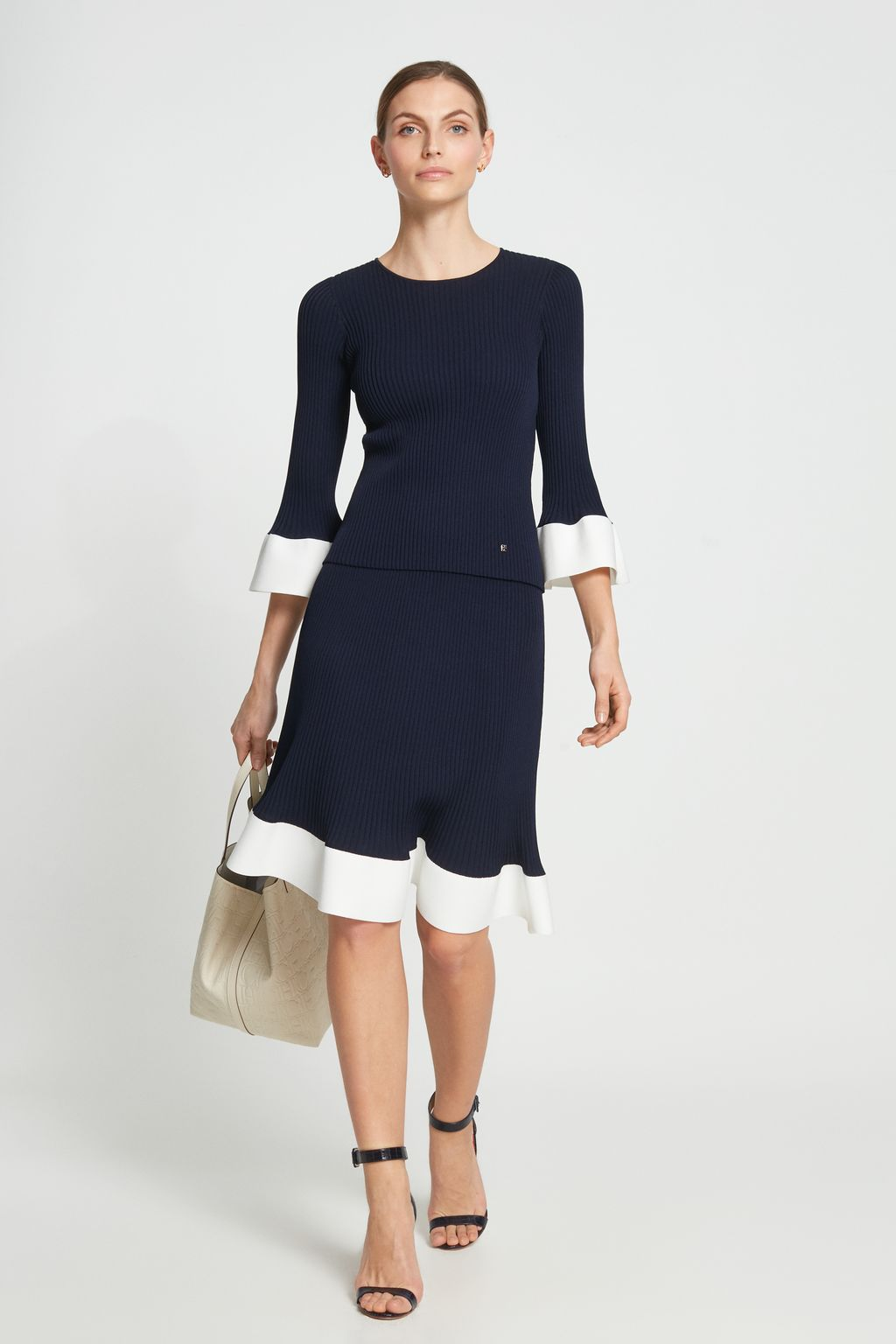 Ribbed knit skirt with ruffle