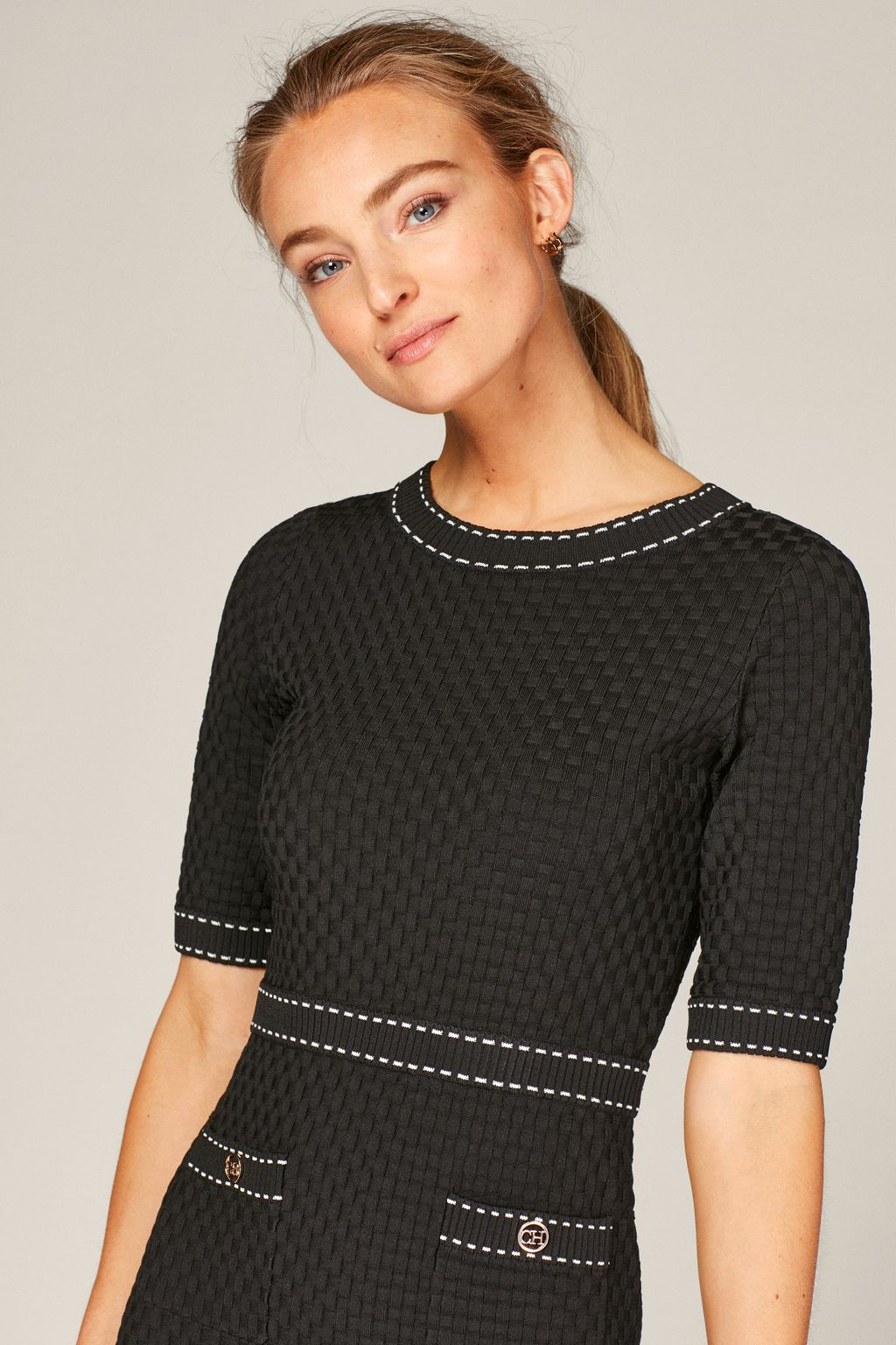 Stretch-knit dress with contrasting stitching