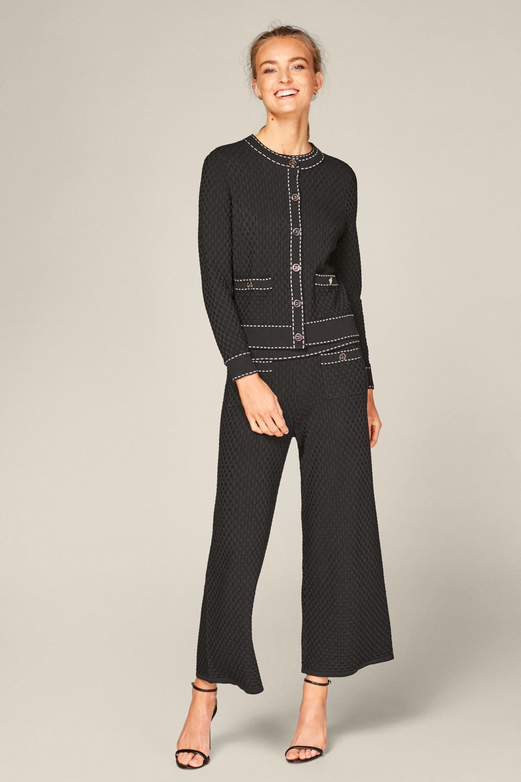 Stretch-knit cardigan with contrasting stitching