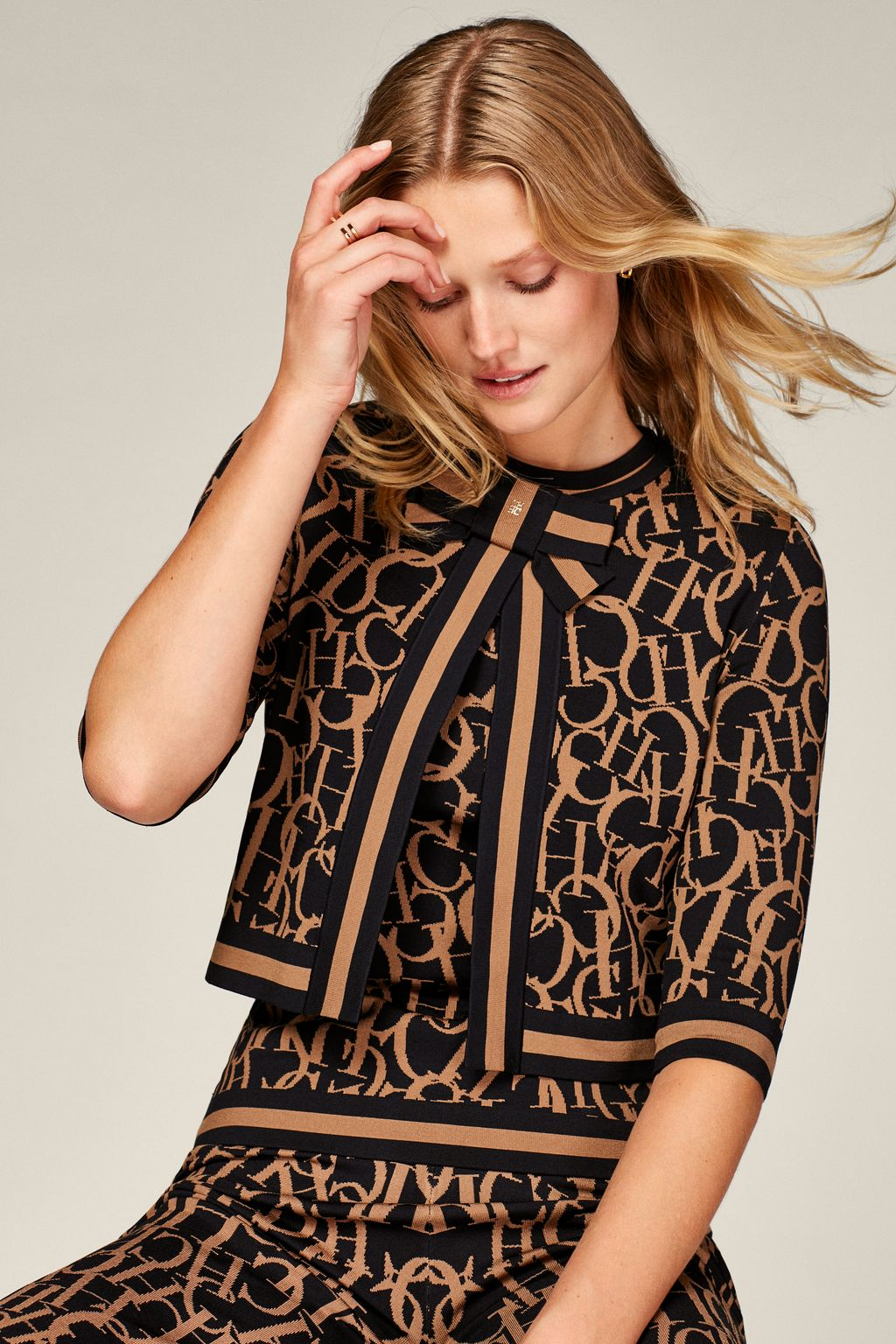 CH Swing jacquard cardigan with bow