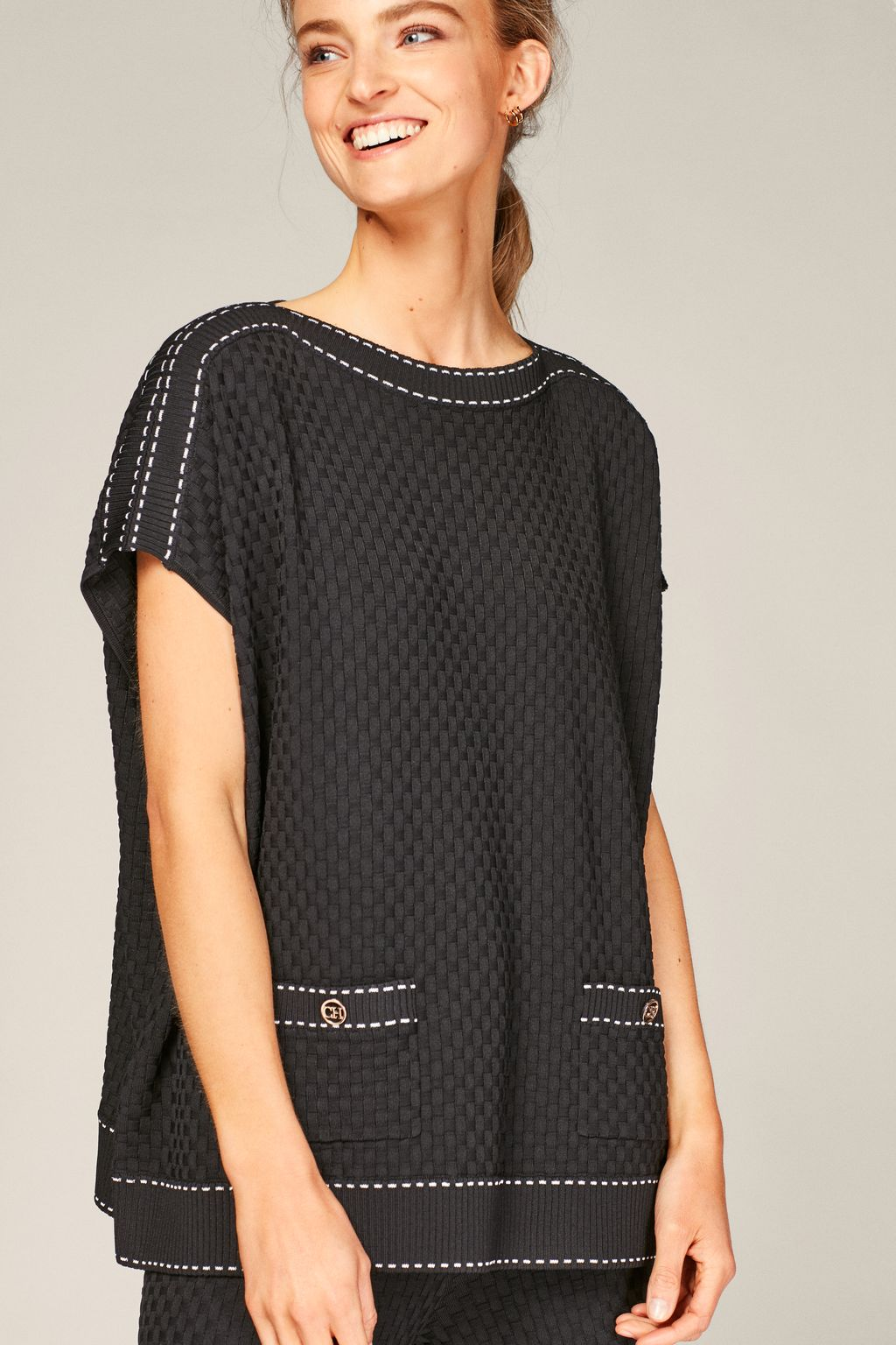Stretch-knit poncho with contrasting stitching