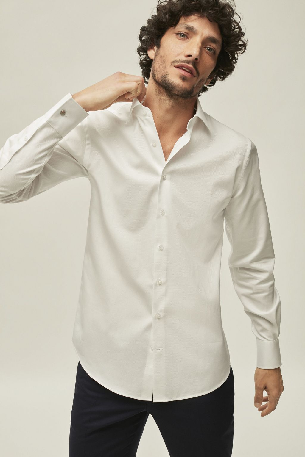 Structured shirt with spread collar