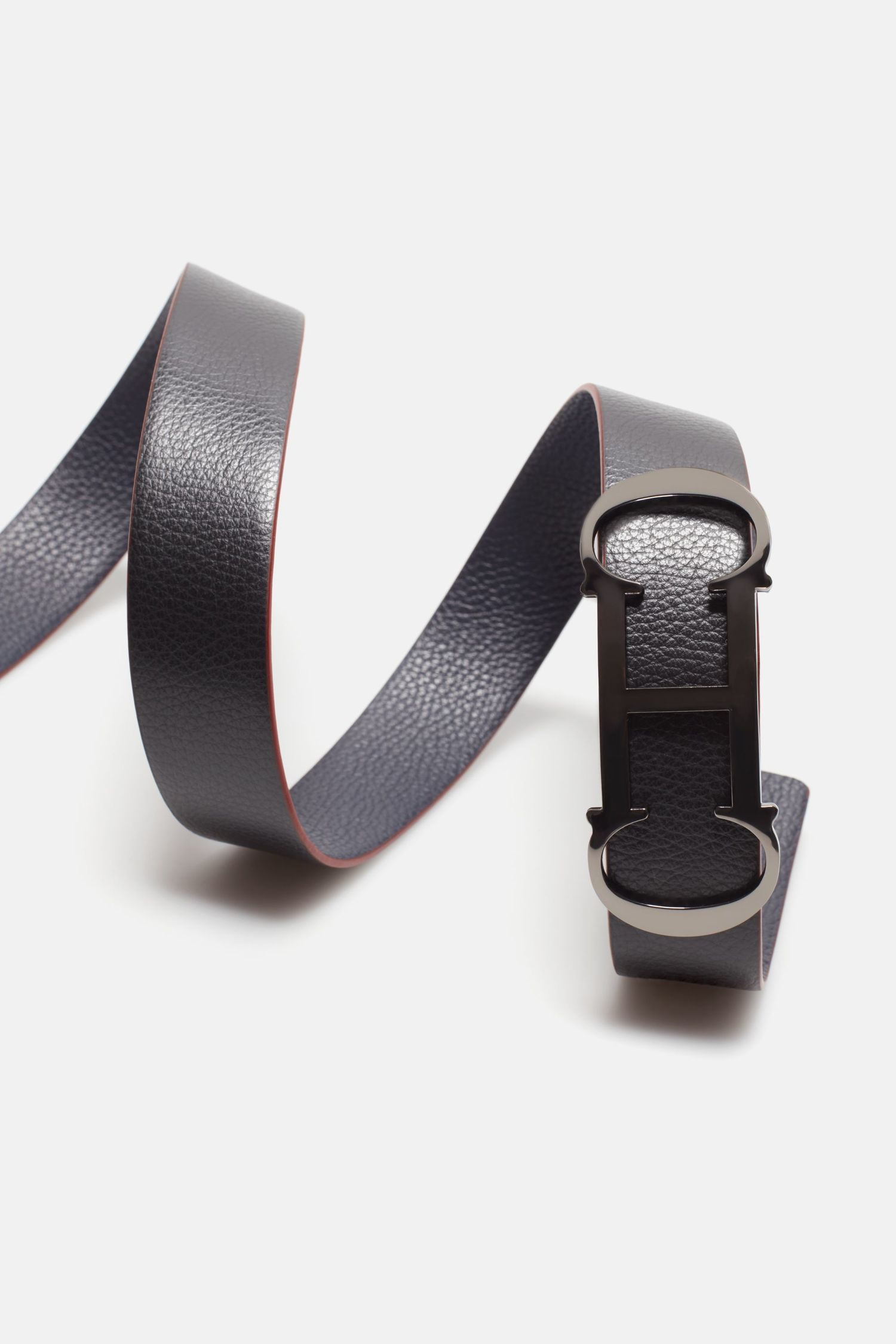 Insignia reversible leather belt