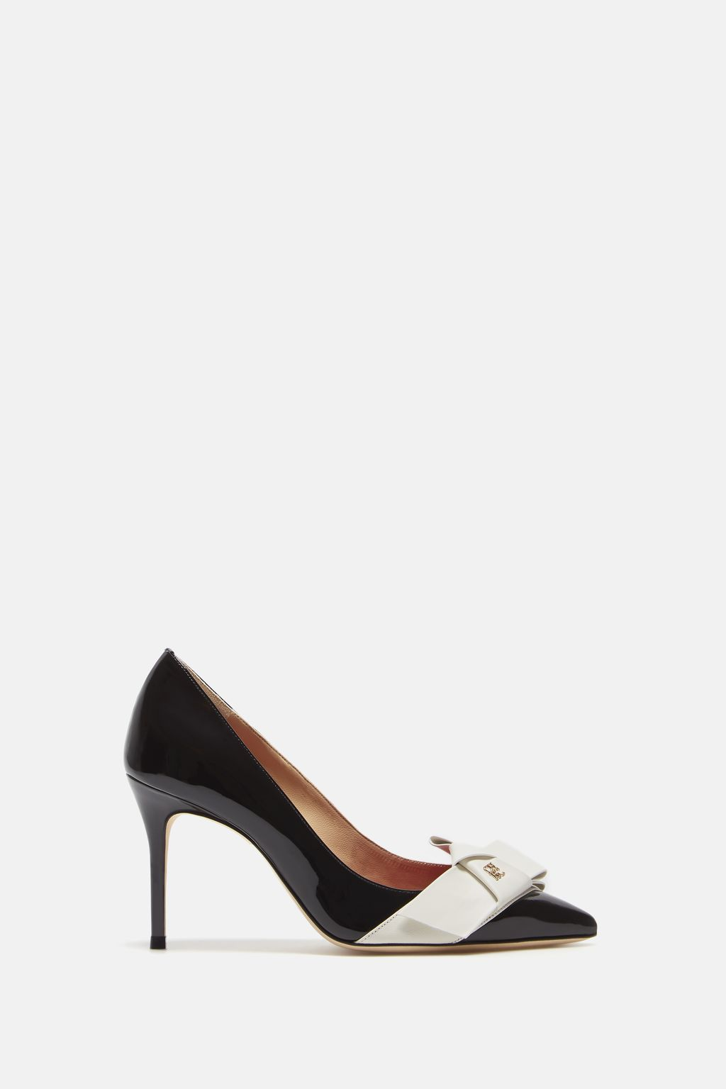 Leather pumps with bow