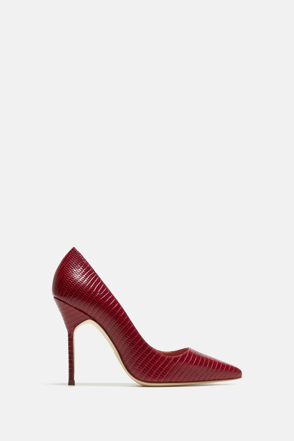 Croc-effect leather pumps