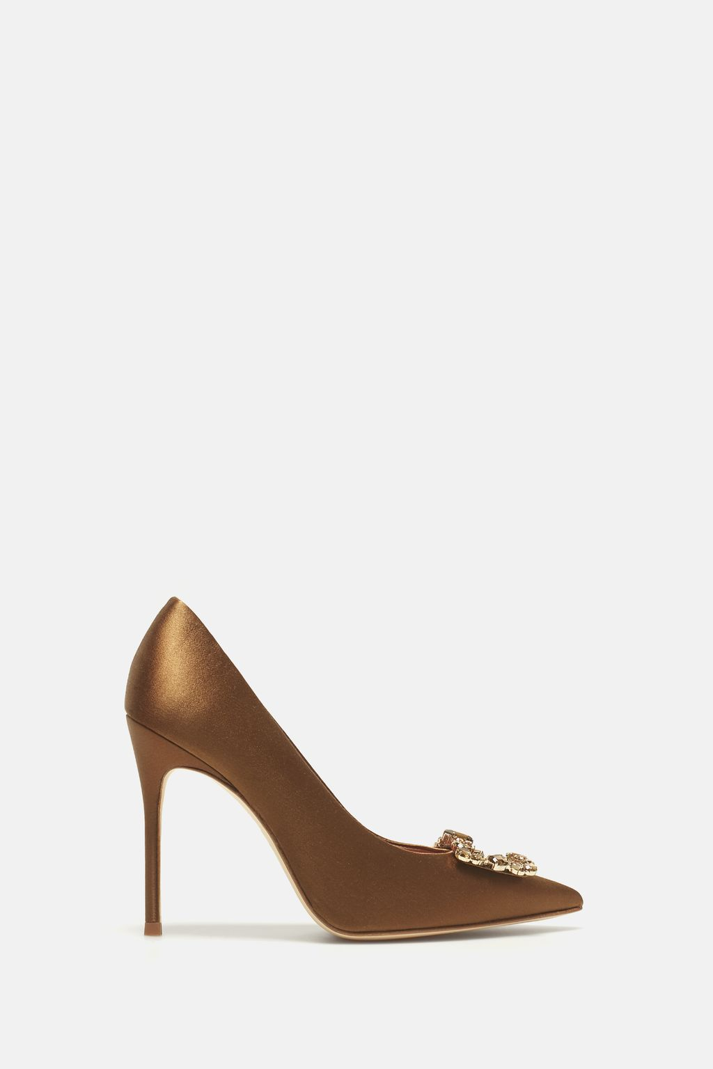 Satin pumps with jewel